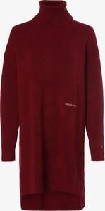 Czerwona sukienka Tommy Jeans z golfem mini w stylu casual