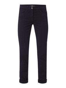 Granatowe jeansy Luisa Cerano w street stylu