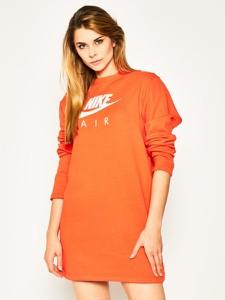 Sukienka Nike w sportowym stylu mini z okrągłym dekoltem