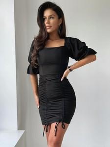 Czarna sukienka Versada mini w stylu casual