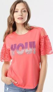 Różowa bluzka born2be w stylu casual z krótkim rękawem
