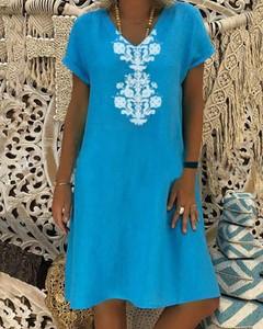 Sukienka Kendallme prosta z krótkim rękawem z dekoltem w kształcie litery v