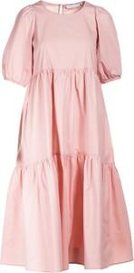 Różowa sukienka Multu w stylu casual z okrągłym dekoltem z krótkim rękawem
