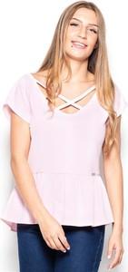 Różowa bluzka Katrus ze sznurowanym dekoltem z krótkim rękawem