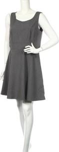 Sukienka Hot Options z okrągłym dekoltem mini bez rękawów