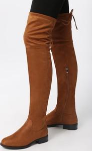 Brązowe kozaki born2be w stylu casual za kolano z płaską podeszwą