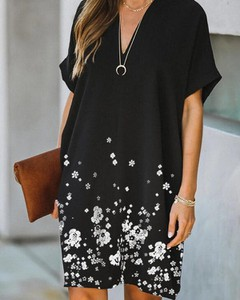 Czarna sukienka Kendallme oversize z dekoltem w kształcie litery v w stylu casual