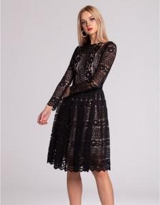 Czarna sukienka Swing Polish Fashion Concept z satyny z długim rękawem