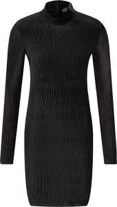 Czarna sukienka Guess Jeans w stylu casual mini z golfem