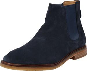 Granatowe buty zimowe Clarks w stylu casual ze skóry