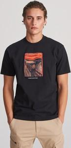 Czarny t-shirt Reserved z krótkim rękawem z nadrukiem