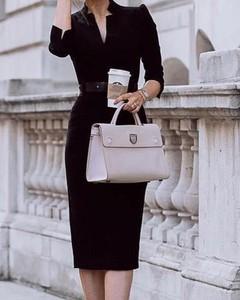 Sukienka Kendallme dopasowana z długim rękawem z dekoltem w kształcie litery v