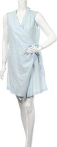 Niebieska sukienka Brave + True z dekoltem w kształcie litery v bez rękawów mini
