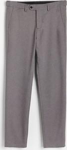 Chinosy Reserved z tkaniny w stylu casual