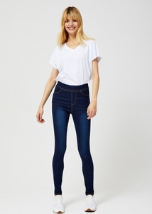 Niebieskie jeansy Moodo w street stylu