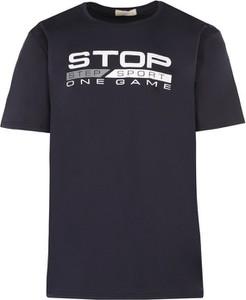 Czarny t-shirt Multu z krótkim rękawem w młodzieżowym stylu z bawełny