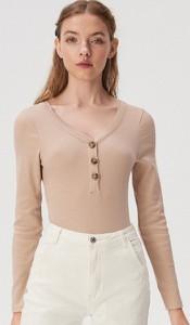 Bluzka Sinsay z dekoltem w kształcie litery v w stylu casual