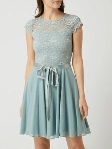 Sukienka Swing rozkloszowana z krótkim rękawem z okrągłym dekoltem