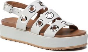 Sandały Inuovo na średnim obcasie w stylu casual na platformie