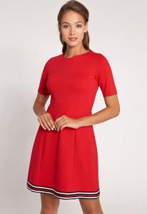 Sukienka QUIOSQUE z krótkim rękawem z okrągłym dekoltem w stylu casual