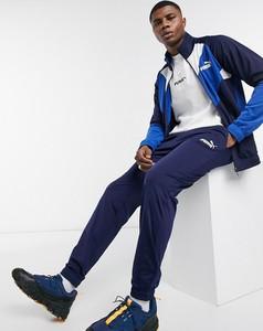 Niebieski dres Puma z dresówki w sportowym stylu