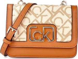 Brązowa torebka Calvin Klein duża lakierowana na ramię