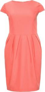 Różowa sukienka modneduzerozmiary.pl bombka z krótkim rękawem