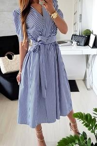 Niebieska sukienka IVET w stylu casual z dekoltem w kształcie litery v