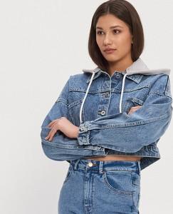 Niebieska kurtka House z jeansu w młodzieżowym stylu krótka