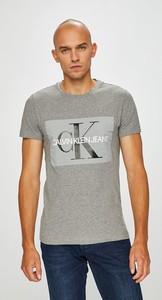 T-shirt Calvin Klein z dzianiny z krótkim rękawem