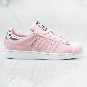 Różowe trampki Adidas z płaską podeszwą sznurowane w sportowym stylu