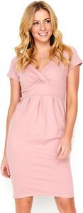 Różowa sukienka Makadamia mini z bawełny z dekoltem w kształcie litery v