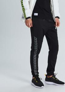 Czarne spodnie sportowe Cropp z dresówki