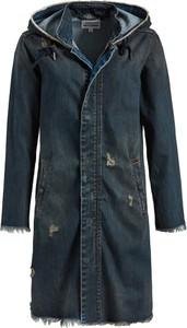 Niebieski płaszcz khujo z jeansu