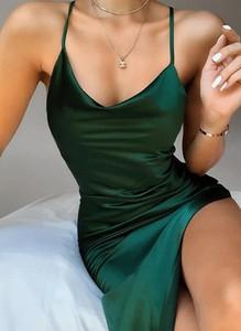 Zielona sukienka Cikelly z dekoltem w kształcie litery v na ramiączkach mini