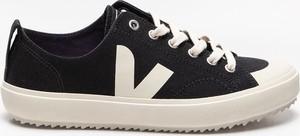 Buty sportowe Veja w sportowym stylu sznurowane z płaską podeszwą