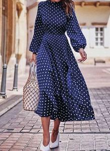 Granatowa sukienka Sandbella w stylu casual trapezowa