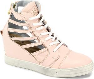 Sneakersy BOOCI na koturnie ze skóry sznurowane