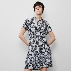 Czarna sukienka Reserved w stylu casual z krótkim rękawem mini