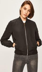 Czarna kurtka Answear w młodzieżowym stylu krótka
