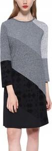 Sukienka Desigual z okrągłym dekoltem prosta w stylu casual
