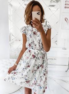 Sukienka Pakuten z krótkim rękawem trapezowa