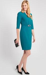 Niebieska sukienka QUIOSQUE prosta z długim rękawem