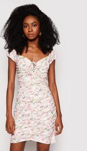 Sukienka Guess z krótkim rękawem mini w stylu casual