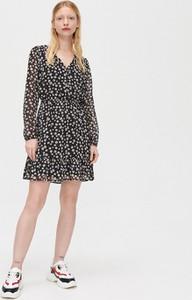 Czarna sukienka Cropp mini w stylu casual z dekoltem w kształcie litery v