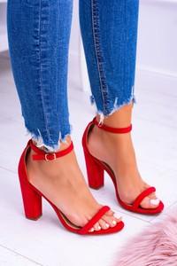 Czerwone sandały Lu Boo z klamrami