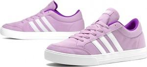Różowe trampki Adidas sznurowane w sportowym stylu niskie