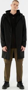 Czarny płaszcz męski Outhorn