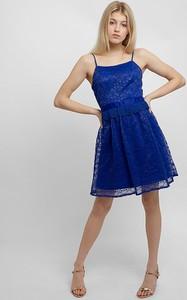 Sukienka Apart na ramiączkach