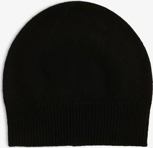 Czarna czapka Apriori